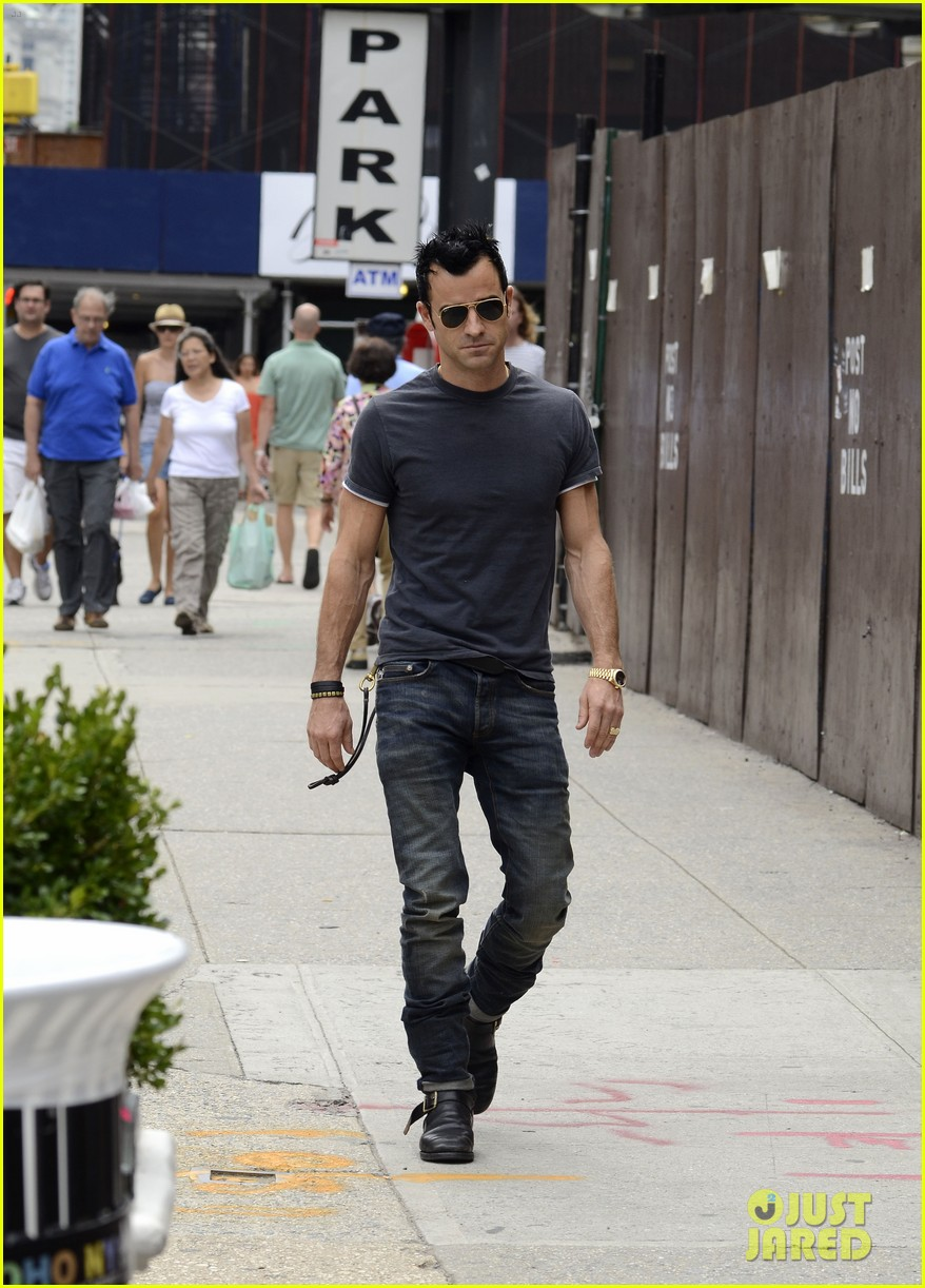 justin theroux steps out post engagement 05