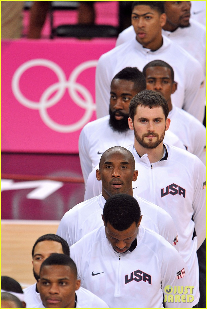 usa wins gold mens basketball olympics 02