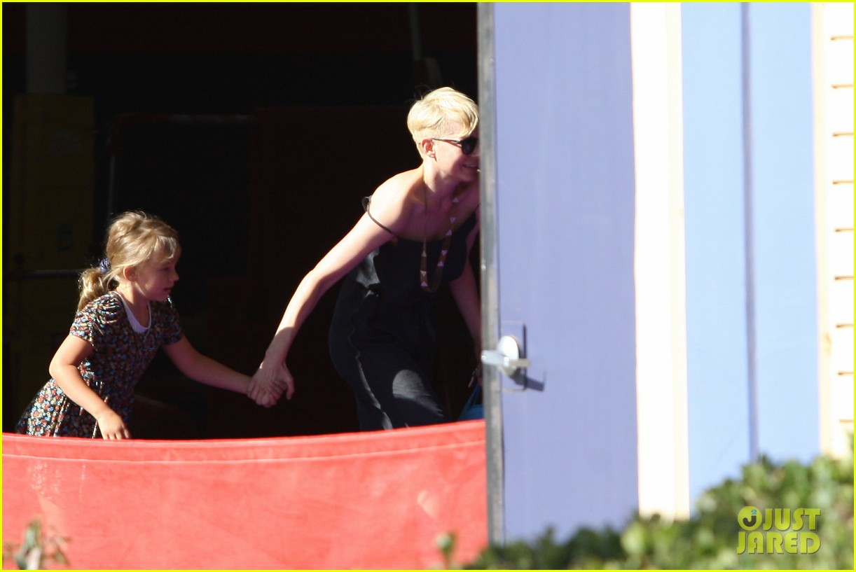 michelle williams ballet class drop off 03