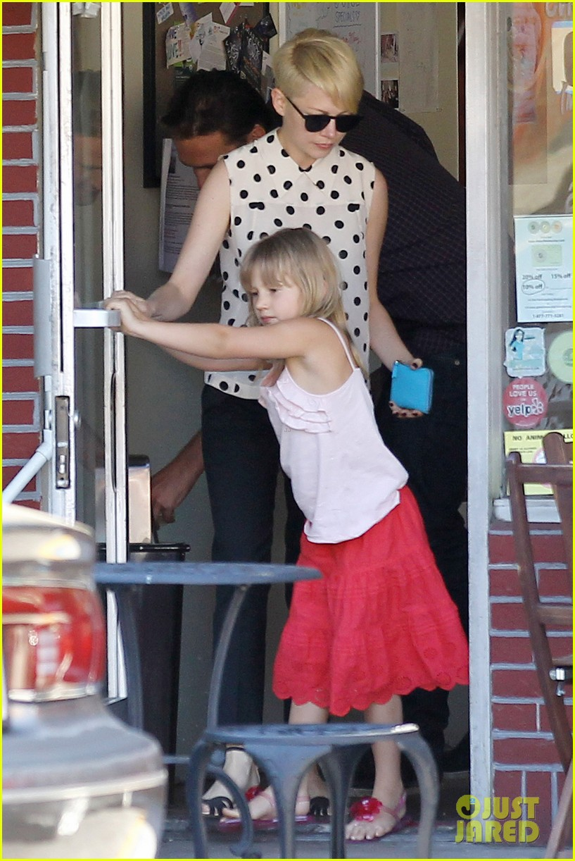 michelle williams jason segel ice cream with matilda 04