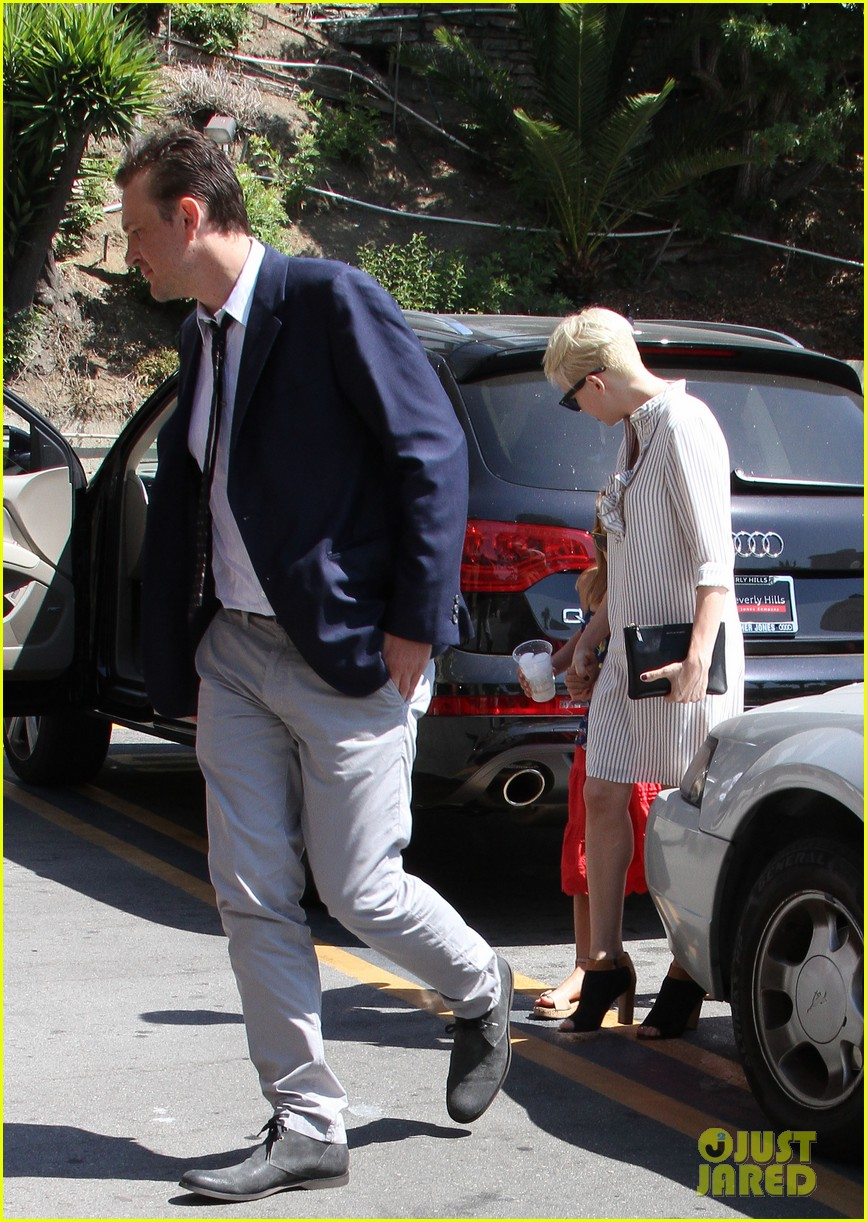 michelle williams jason segel magic castle with matilda 04