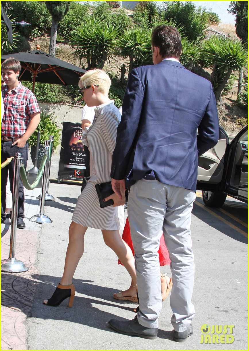 michelle williams jason segel magic castle with matilda 16