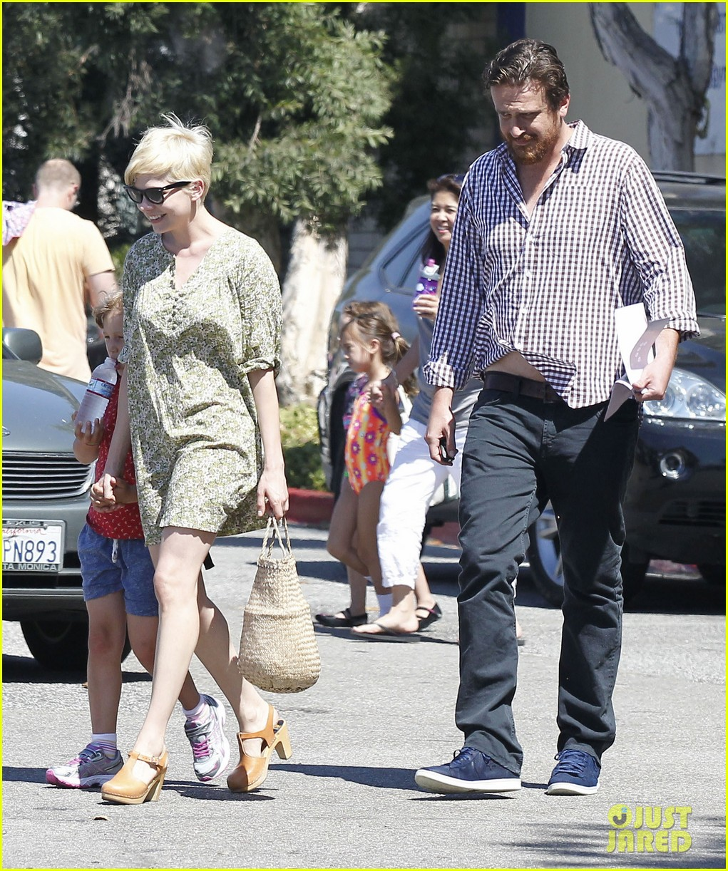 michelle williams jason segel matilda pick up 09