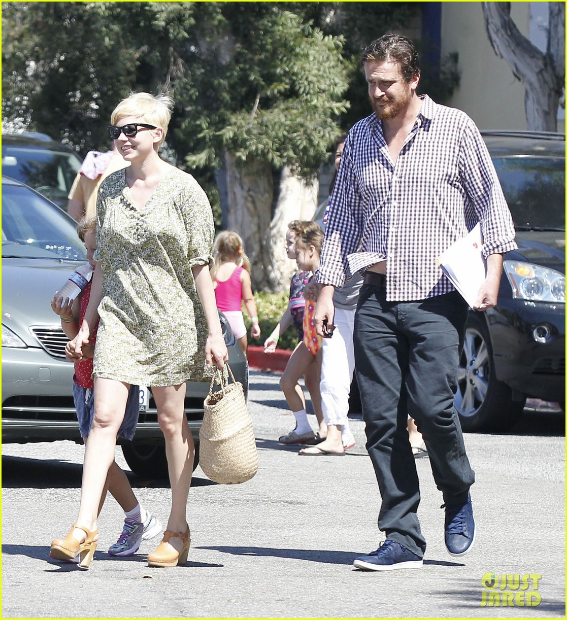 michelle williams jason segel matilda pick up 10