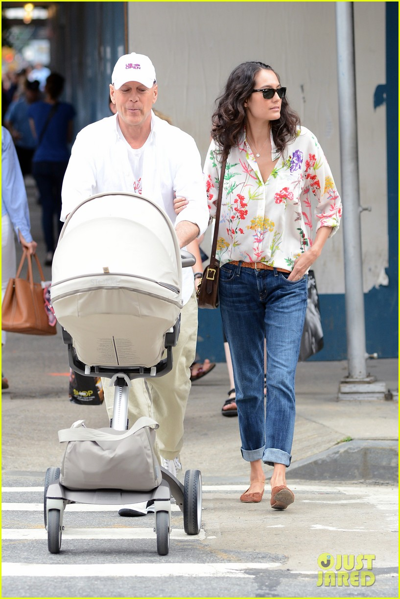 bruce willis emma heming shopping with baby mabel 01