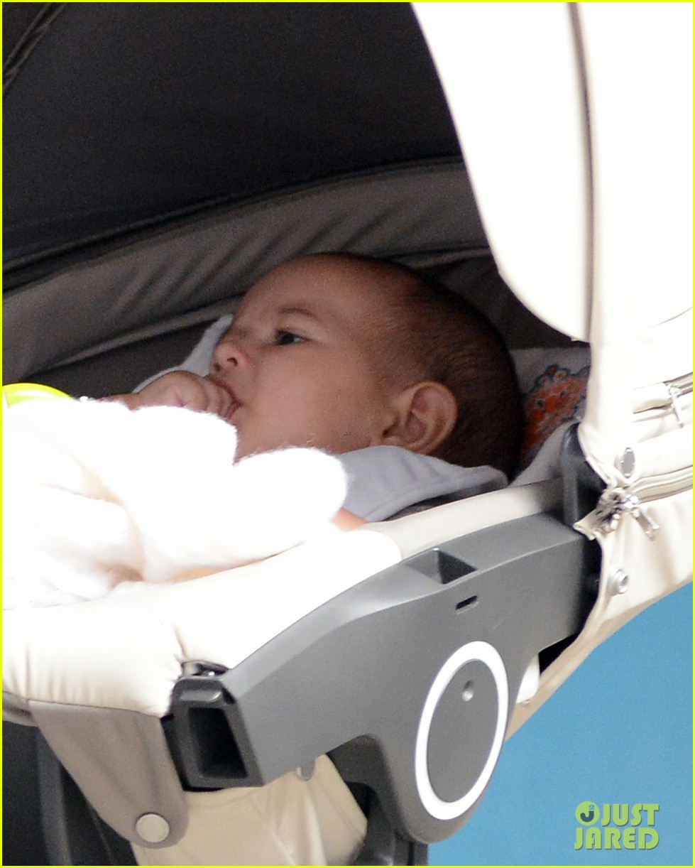 bruce willis emma heming shopping with baby mabel 03
