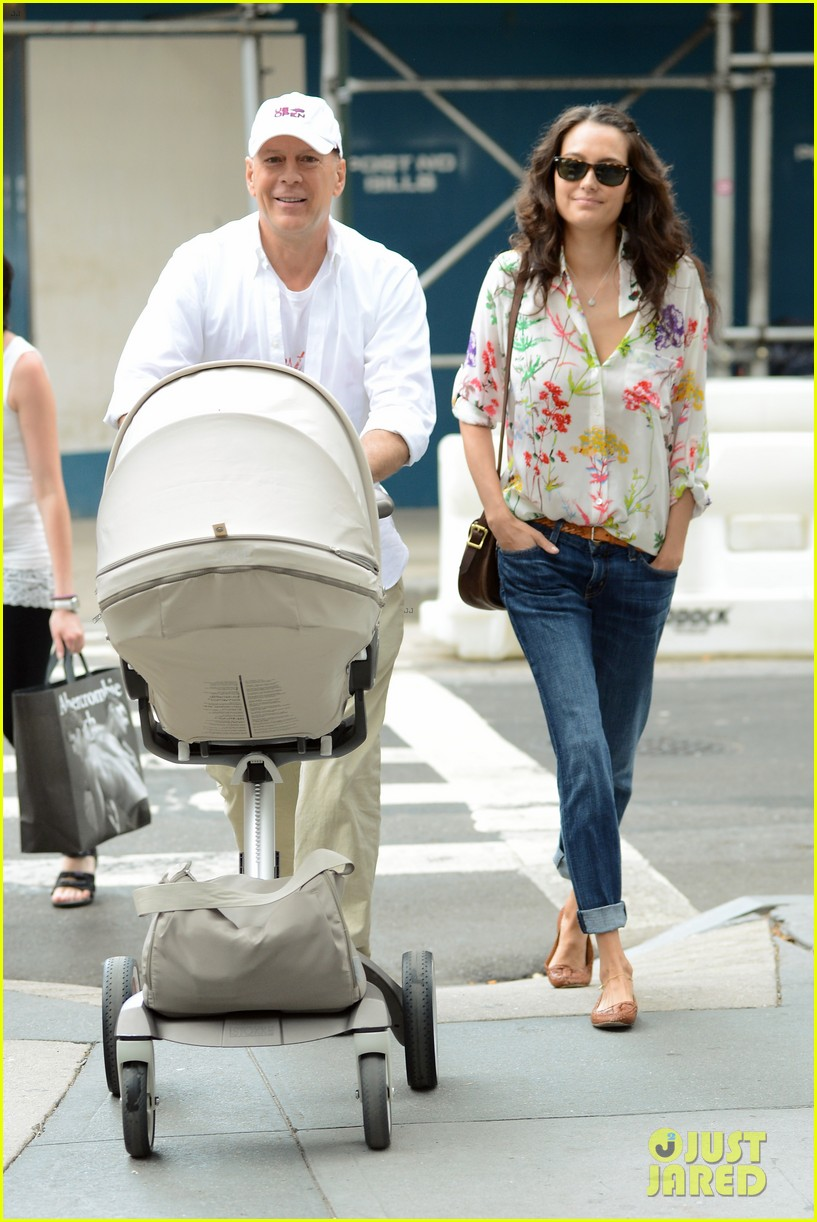 bruce willis emma heming shopping with baby mabel 11