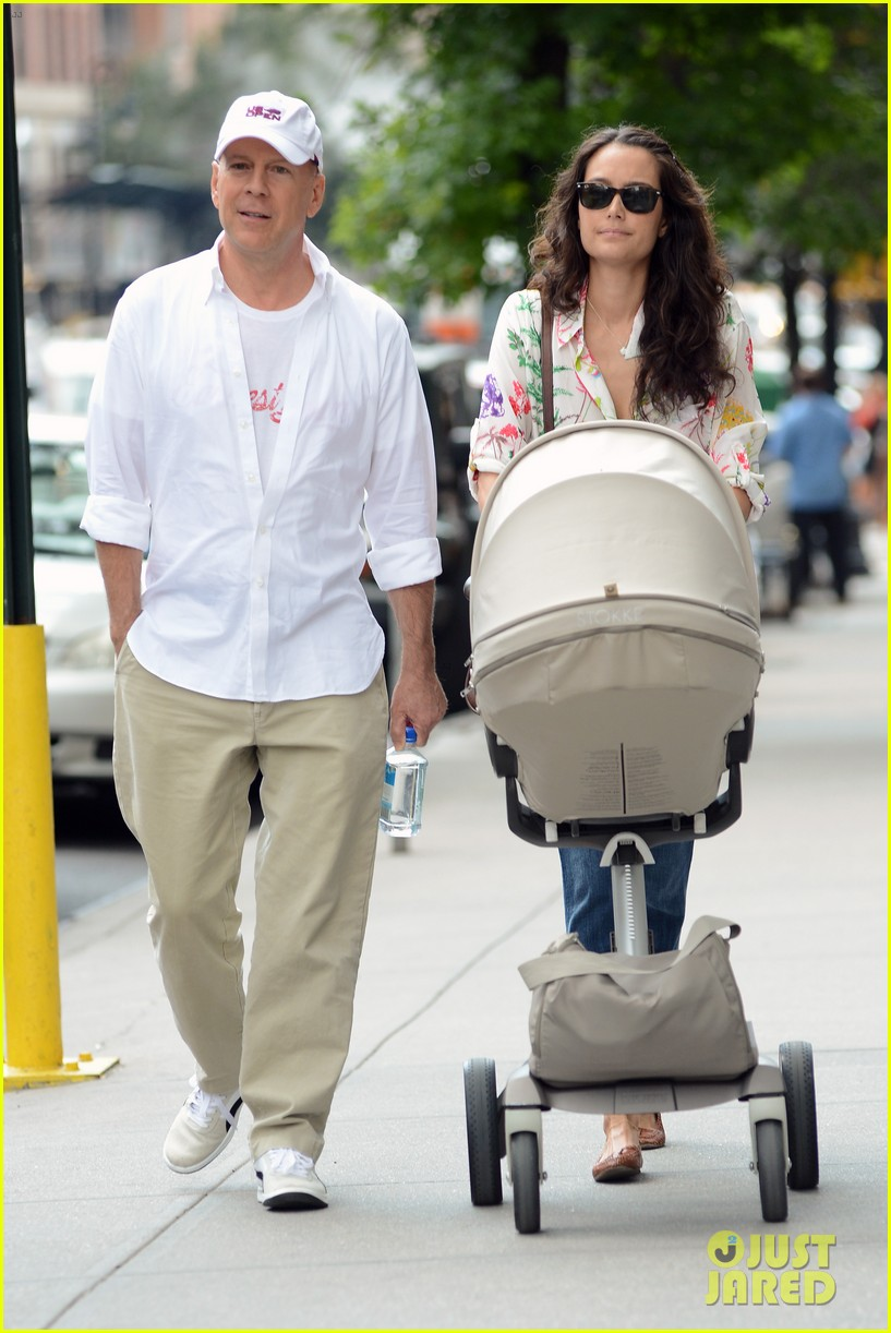 bruce willis emma heming shopping with baby mabel 142707193