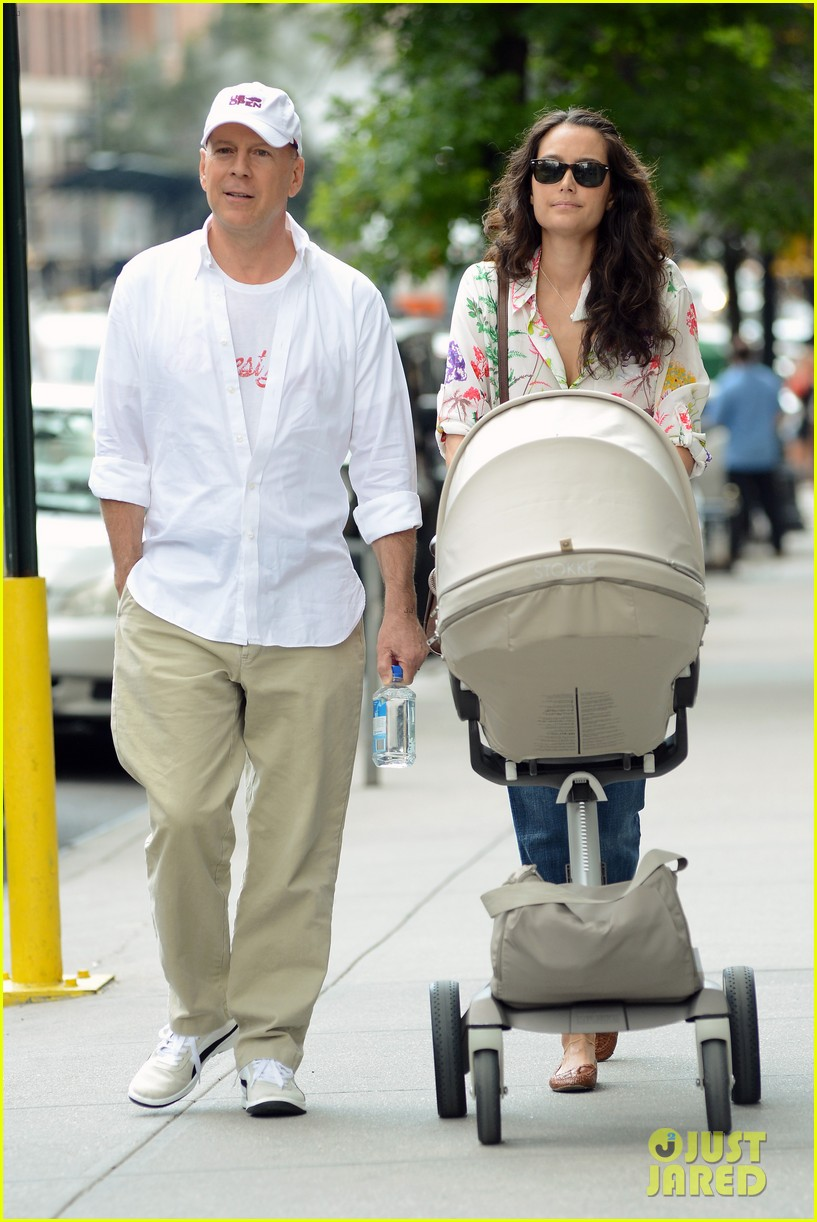 bruce willis emma heming shopping with baby mabel 15