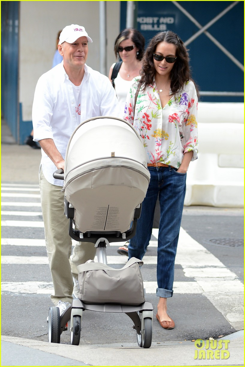 bruce willis emma heming shopping with baby mabel 23