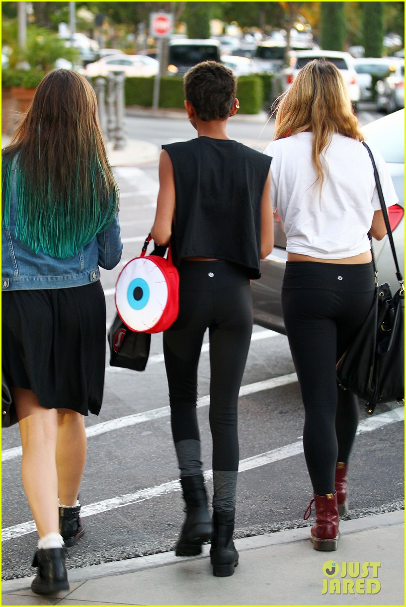 willow smith starbucks run 222701851