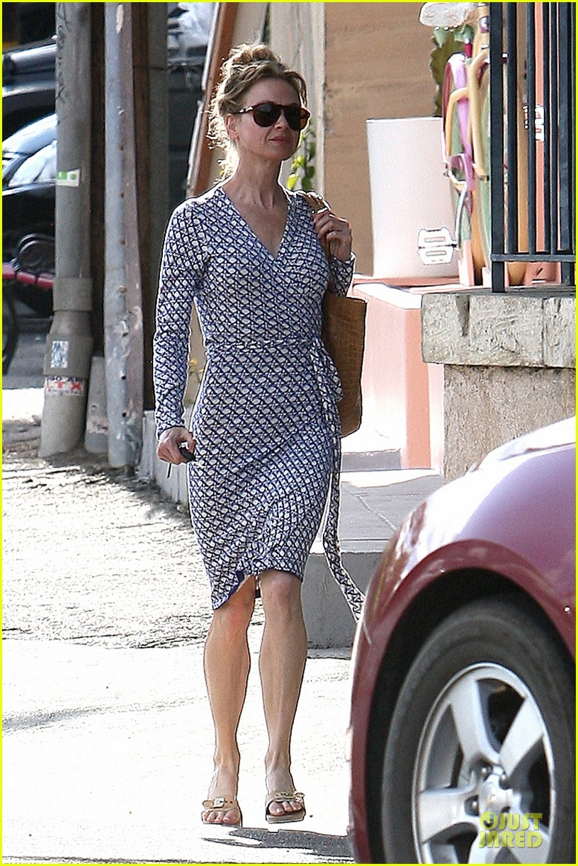 renee zellweger dress casual 04