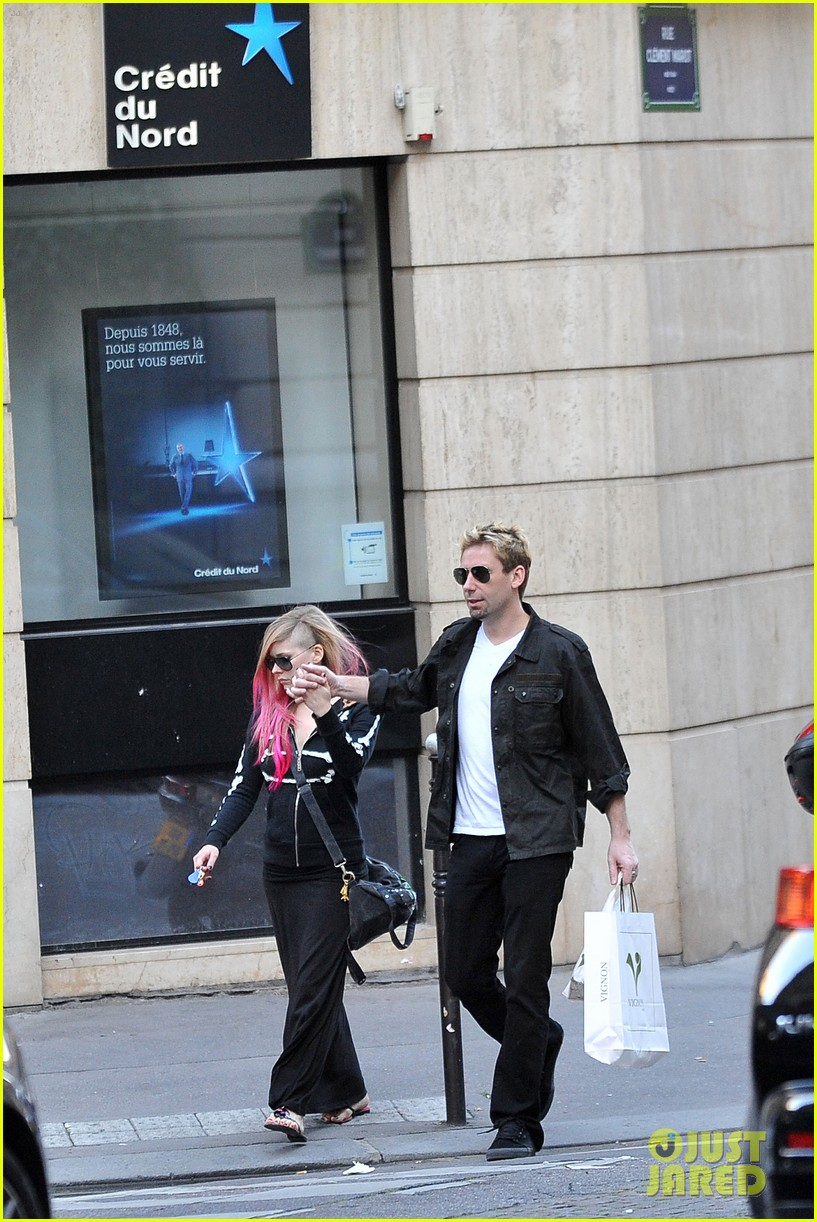 avril lavigne chad kroeger hold hands paris 132721212