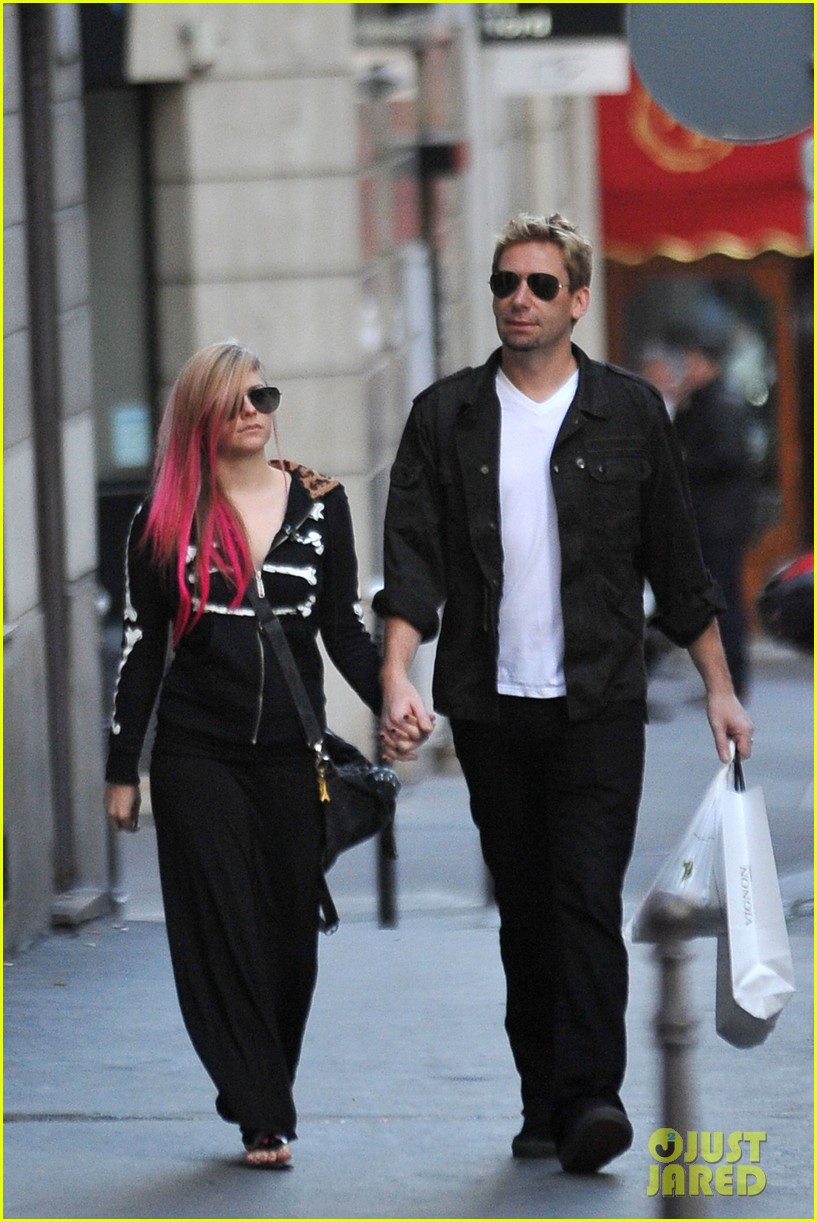 avril lavigne chad kroeger hold hands paris 14