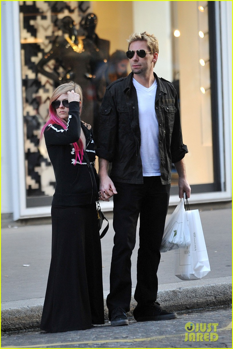 avril lavigne chad kroeger hold hands paris 19