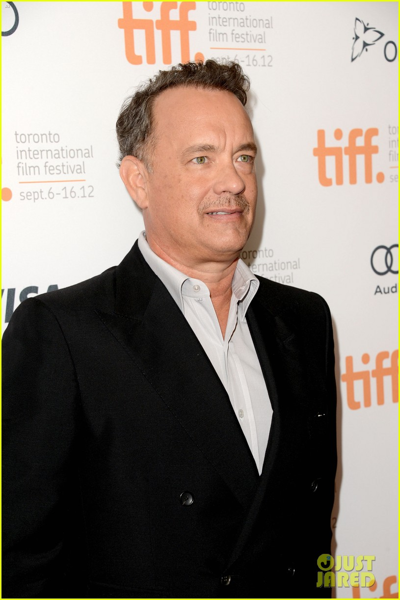 halle berry cloud atlas premiere with tom hanks 35