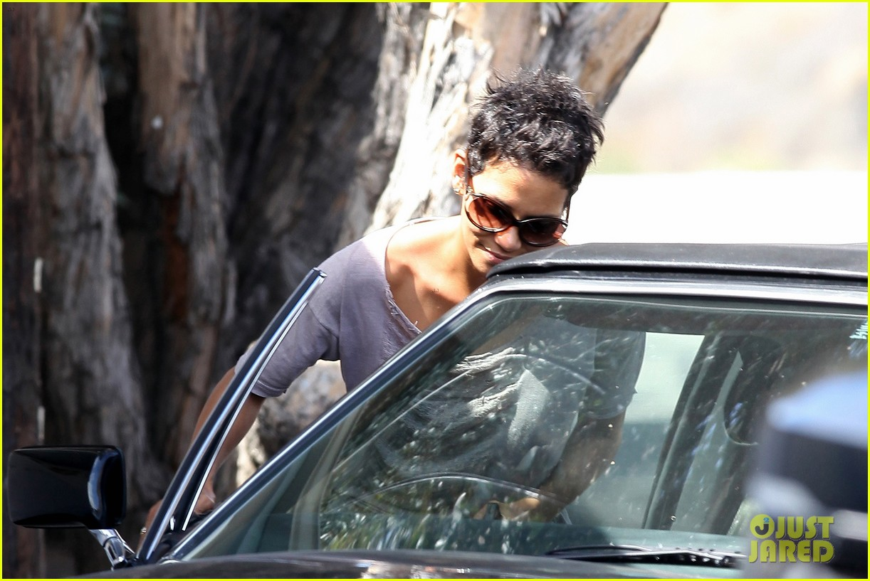 halle berry olivier martinez house hunting in malibu 122730605