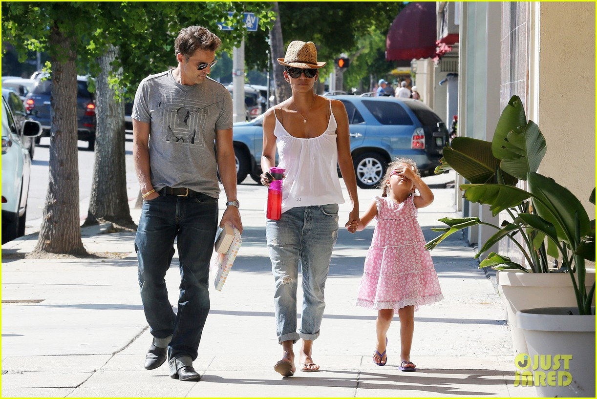 halle berry olivier martinez karate birthday party with nahla 03