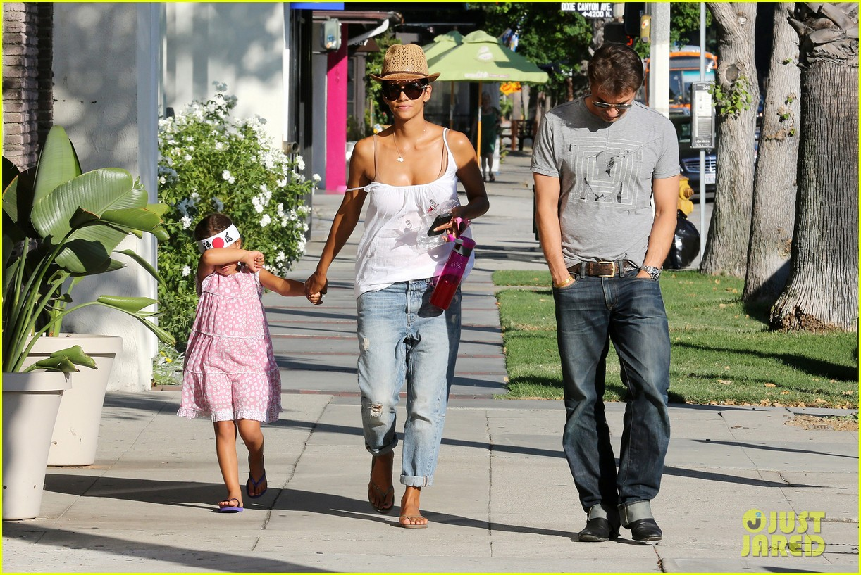 halle berry olivier martinez karate birthday party with nahla 122727684