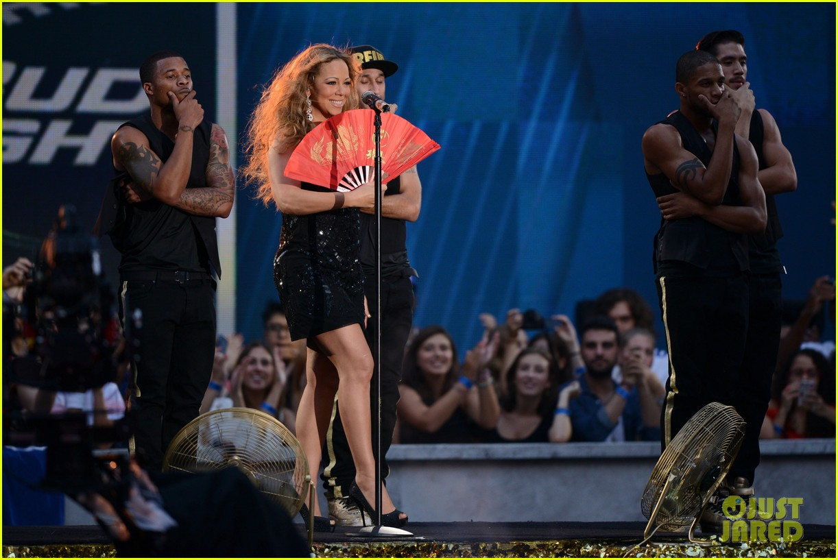 mariah carey triumphant at nfl kick off concert 26