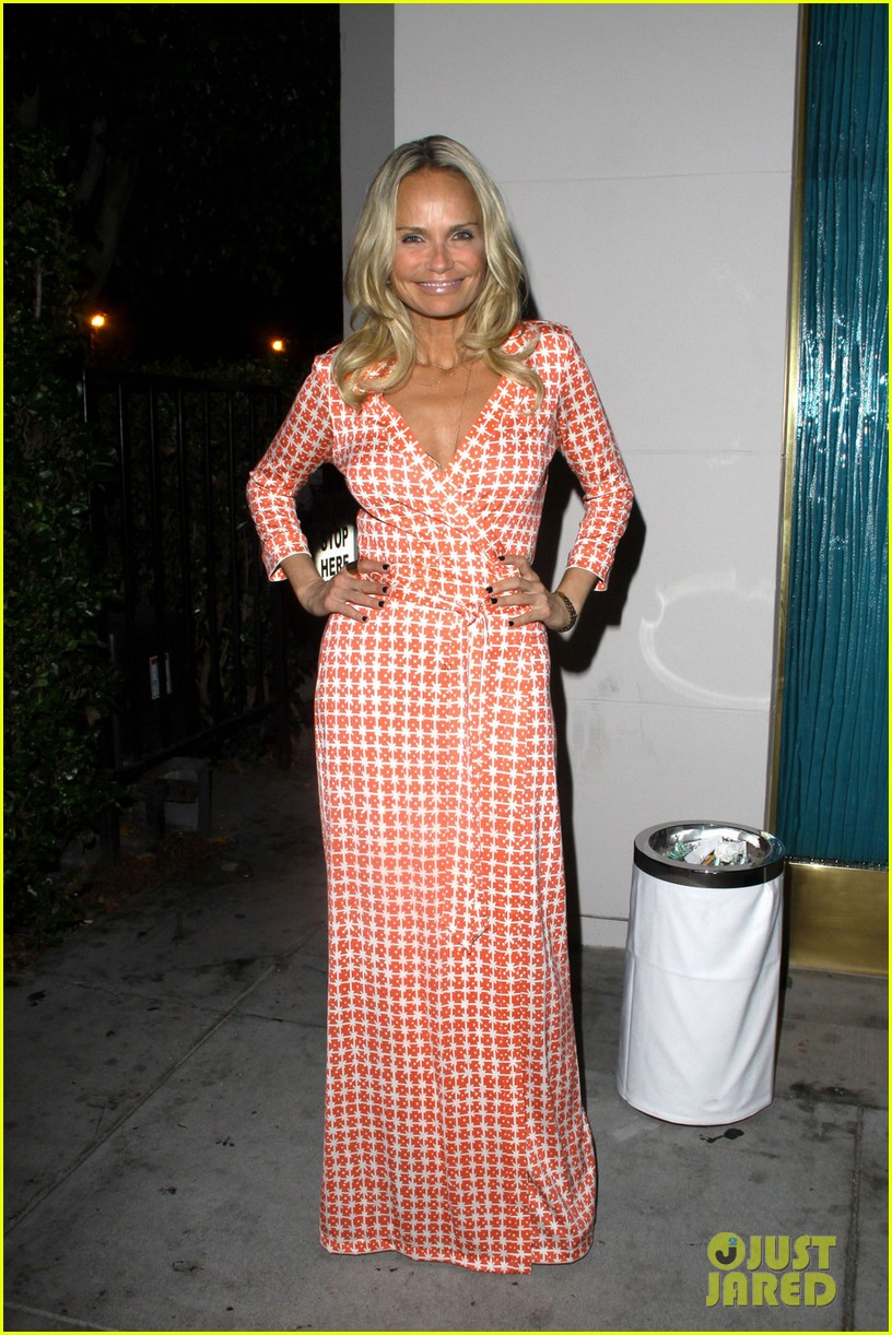 kristin chenoweth mastros dinner with gcb ladies 01