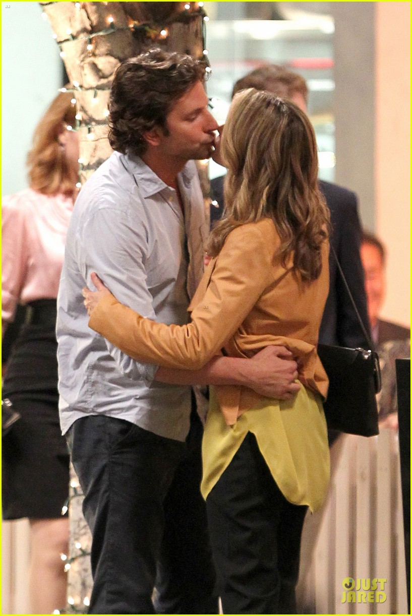 bradley cooper hangover three kissing scene 02
