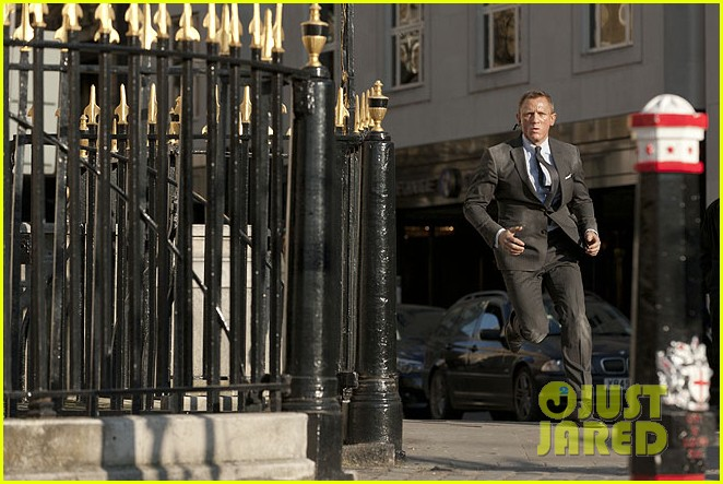 daniel craig shirtless for new skyfall stills 102729904