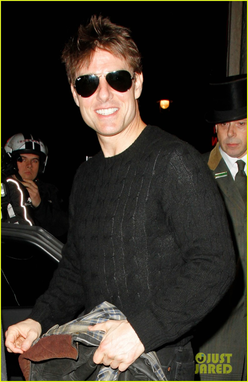 tom cruise joyful at the ivy 04