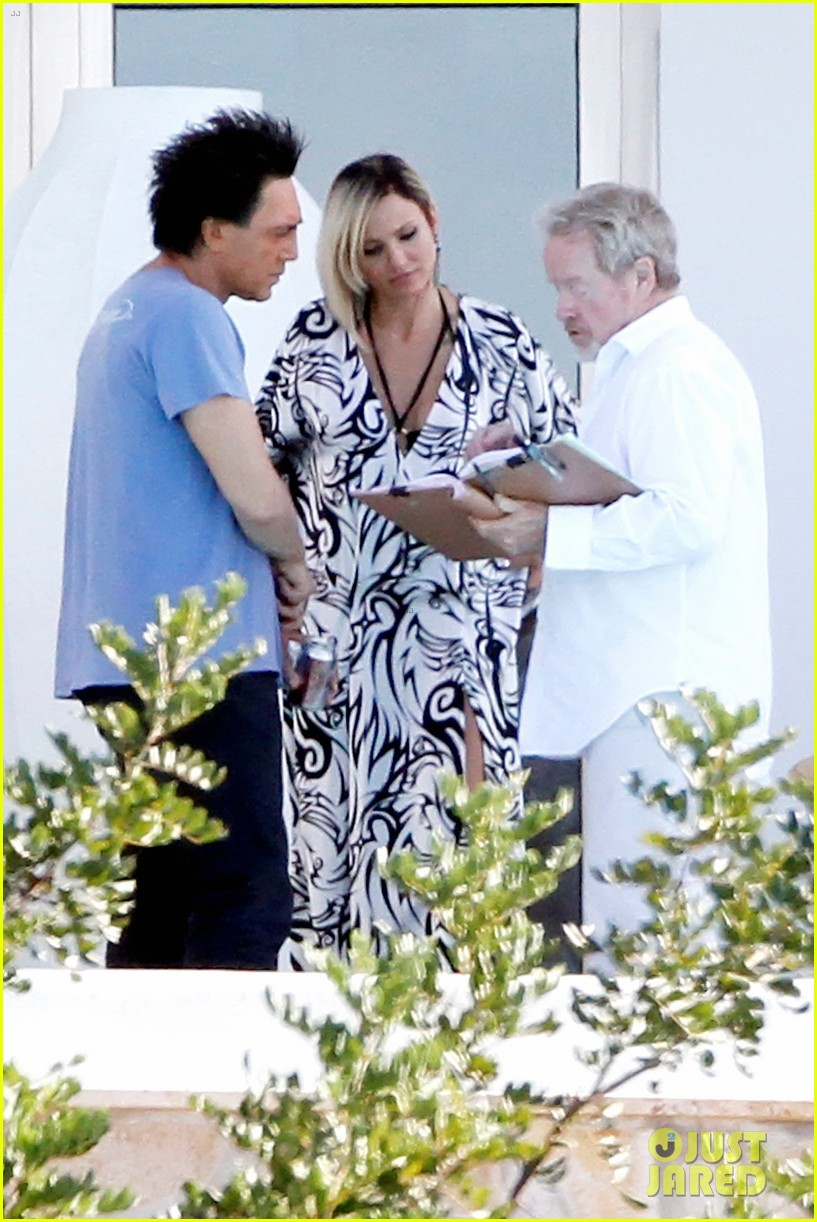 cameron diaz counselor set with javier bardem 022728351