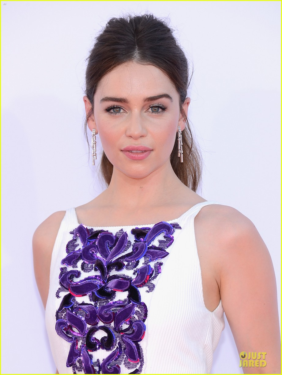 emilia clarke emmys 2012 red carpet photo 2727434