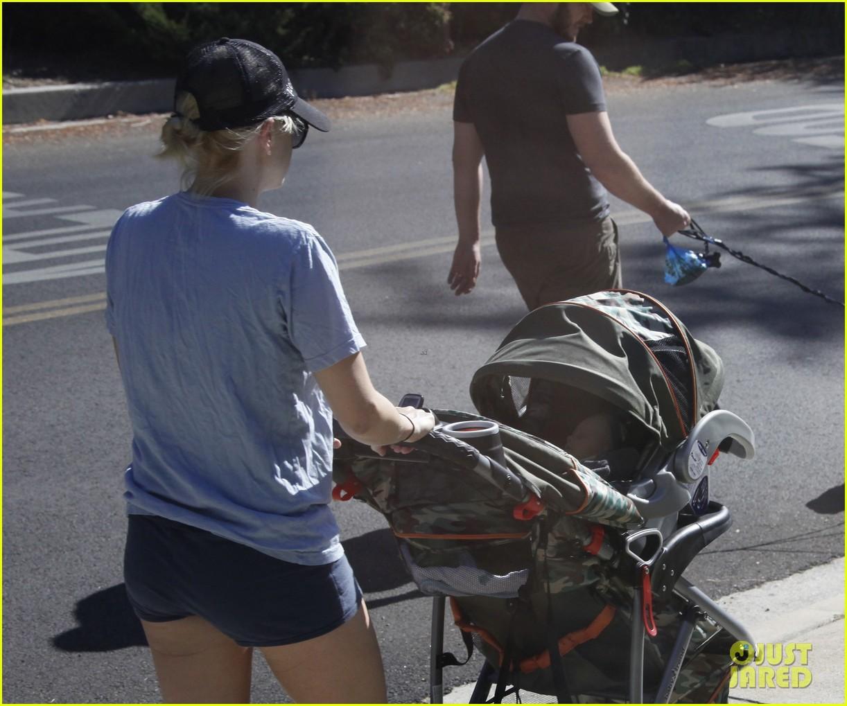 anna faris chris pratt strolling with baby jack 03