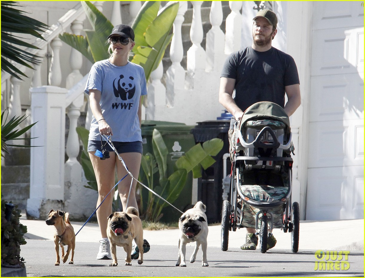 anna faris chris pratt strolling with baby jack 04