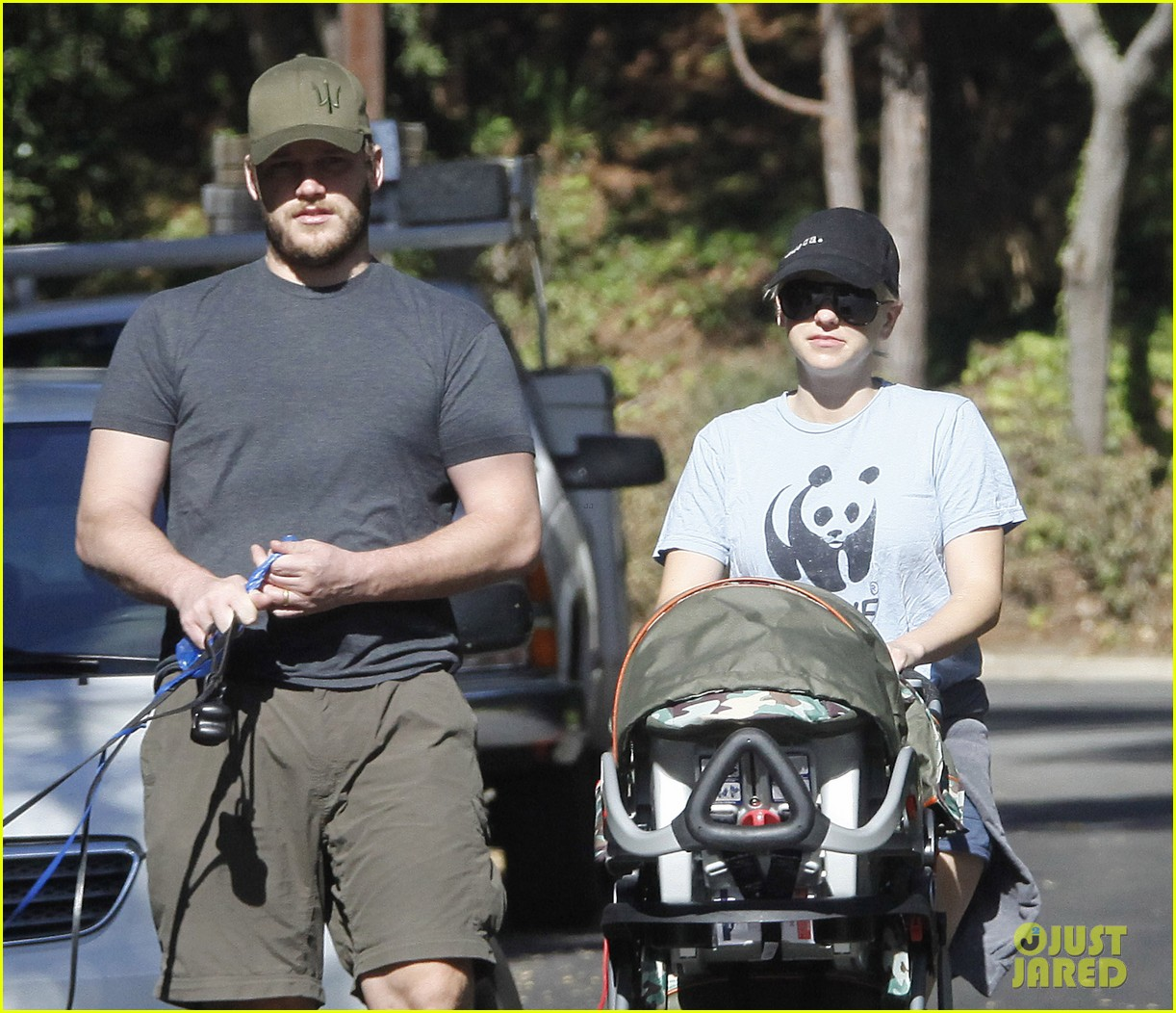 anna faris chris pratt strolling with baby jack 10