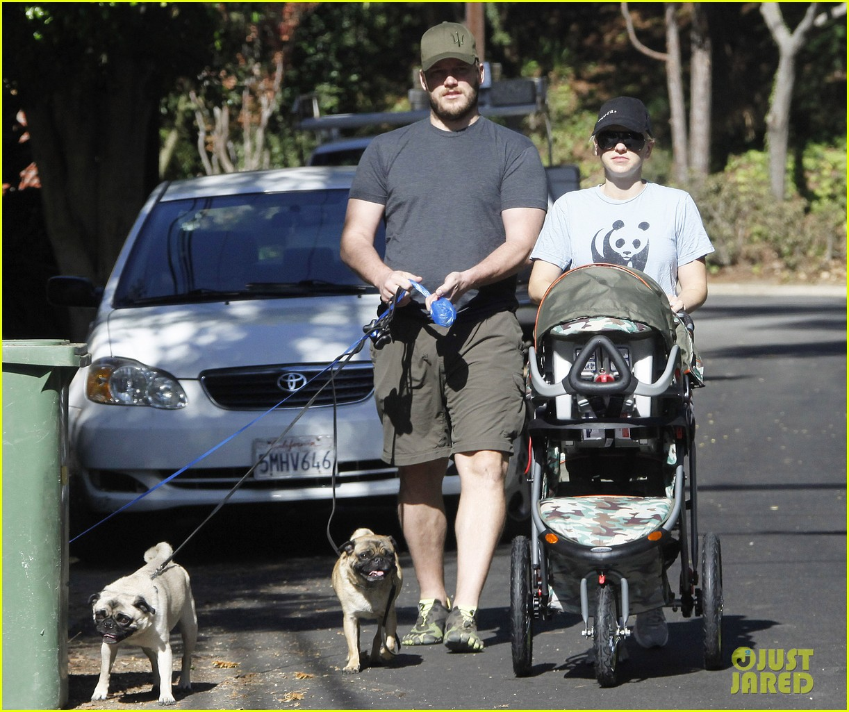 anna faris chris pratt strolling with baby jack 112730469