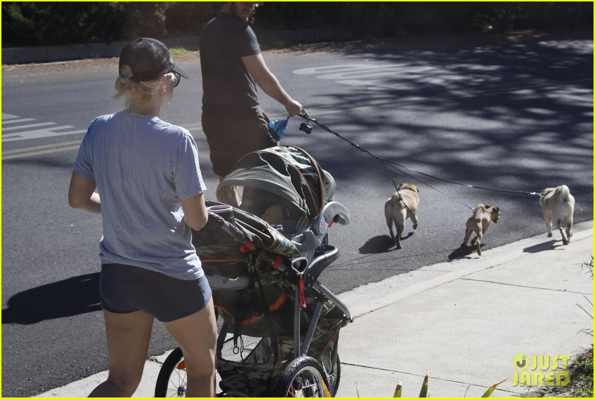 anna faris chris pratt strolling with baby jack 16