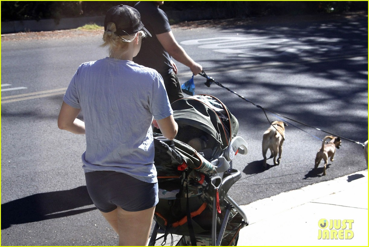 anna faris chris pratt strolling with baby jack 17