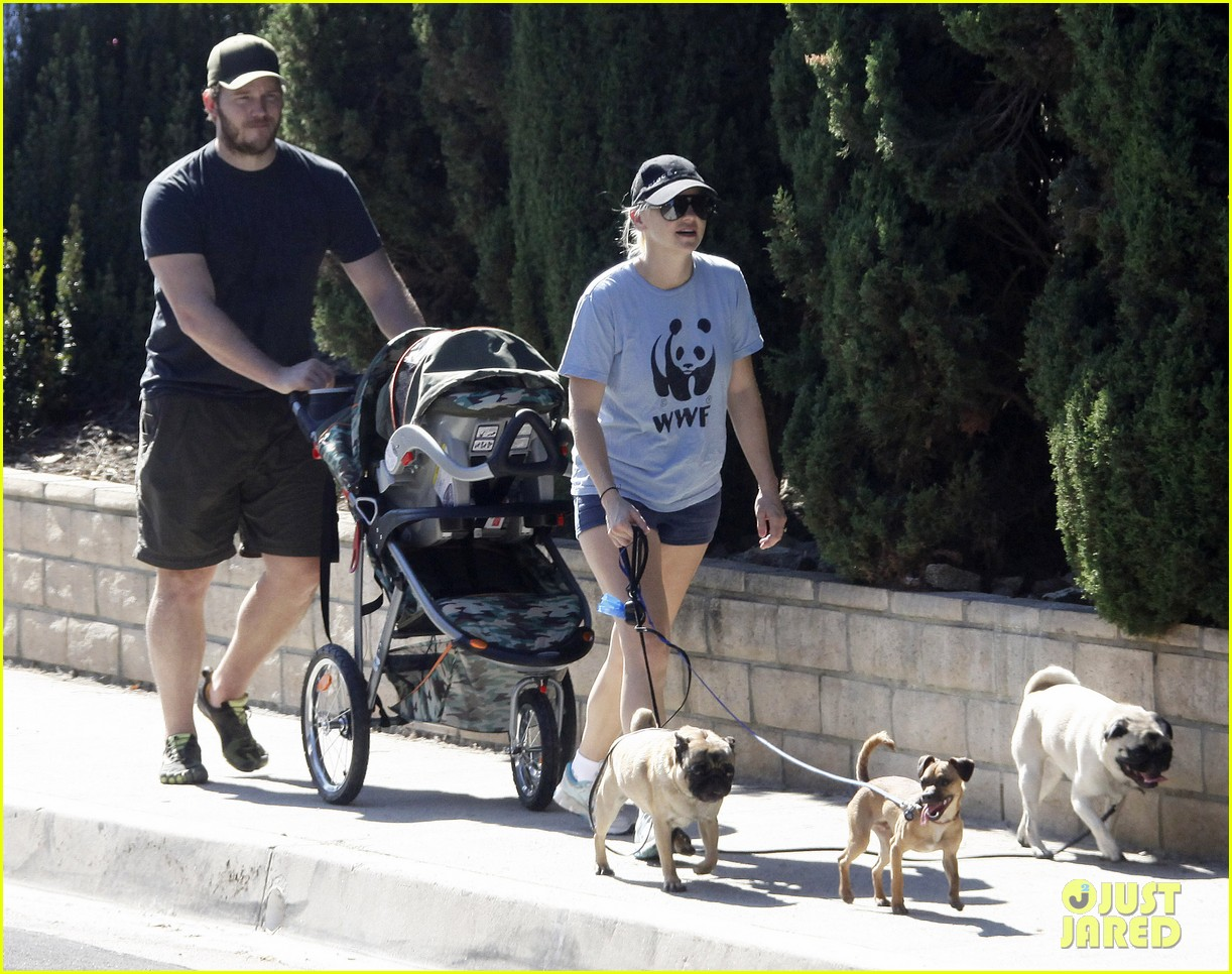 anna faris chris pratt strolling with baby jack 25