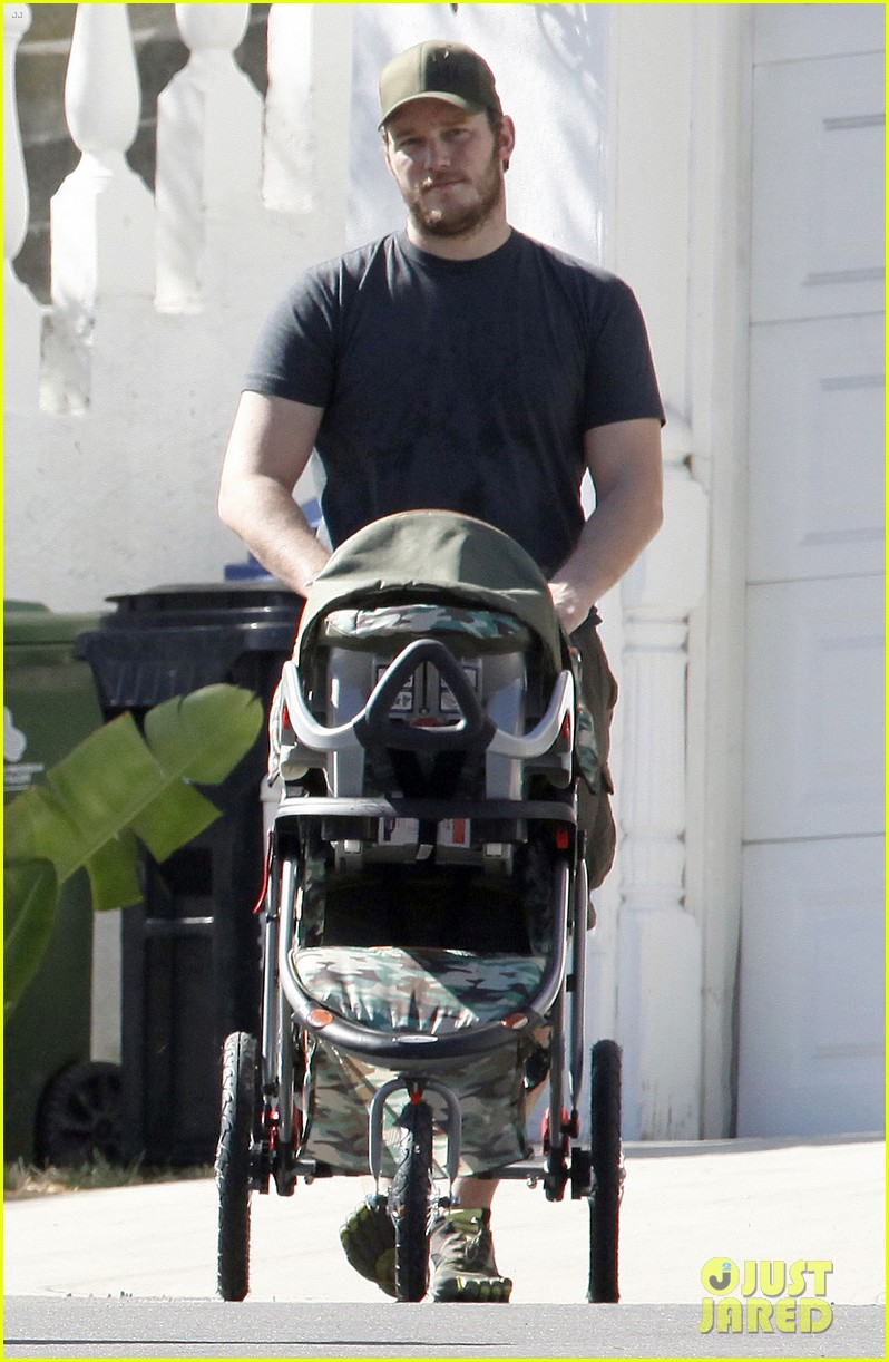 anna faris chris pratt strolling with baby jack 27