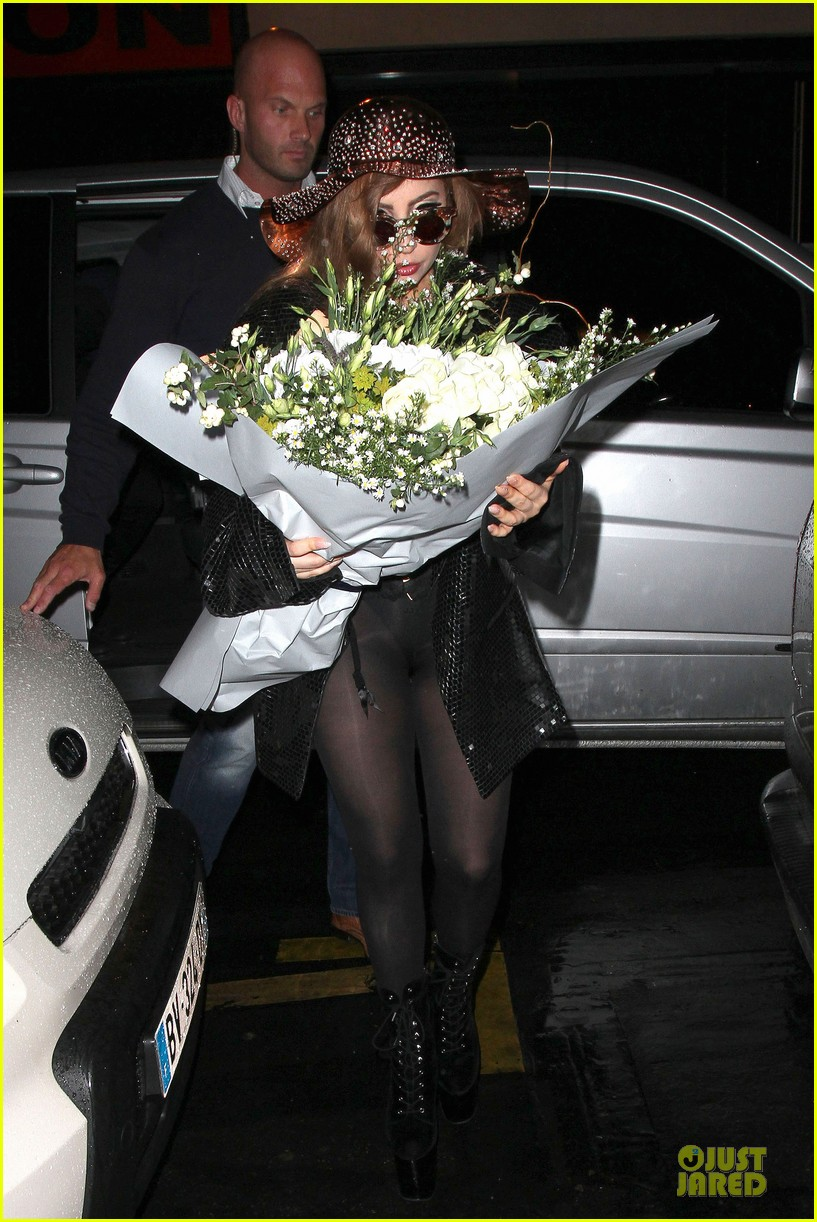 lady gaga backstage fan meeting 14