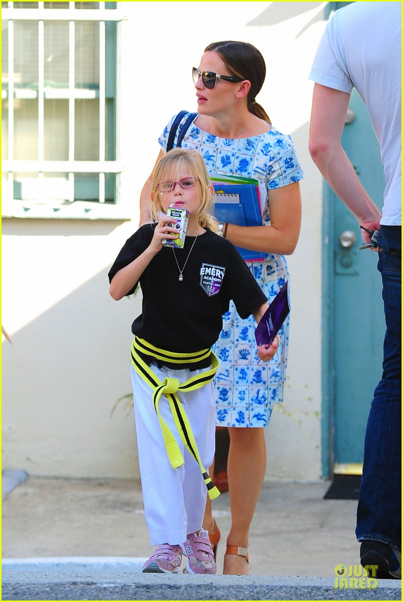 jennifer garner karate class with violet 20