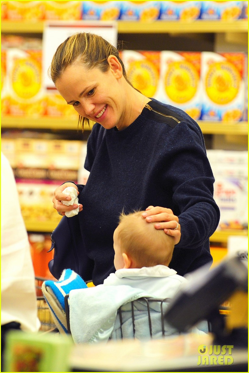 jennifer garner weekend outings with the kids 092728129