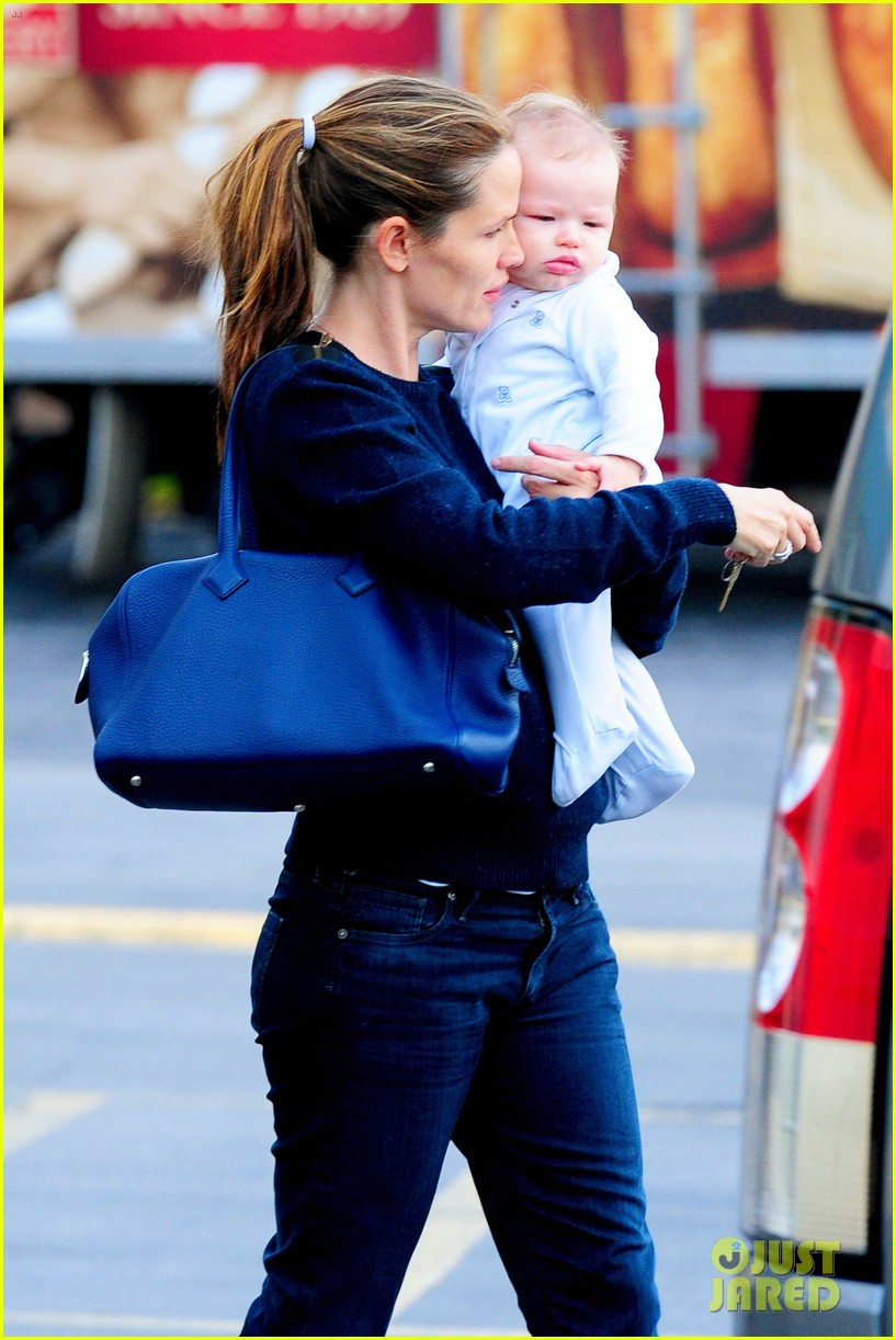 jennifer garner weekend outings with the kids 20