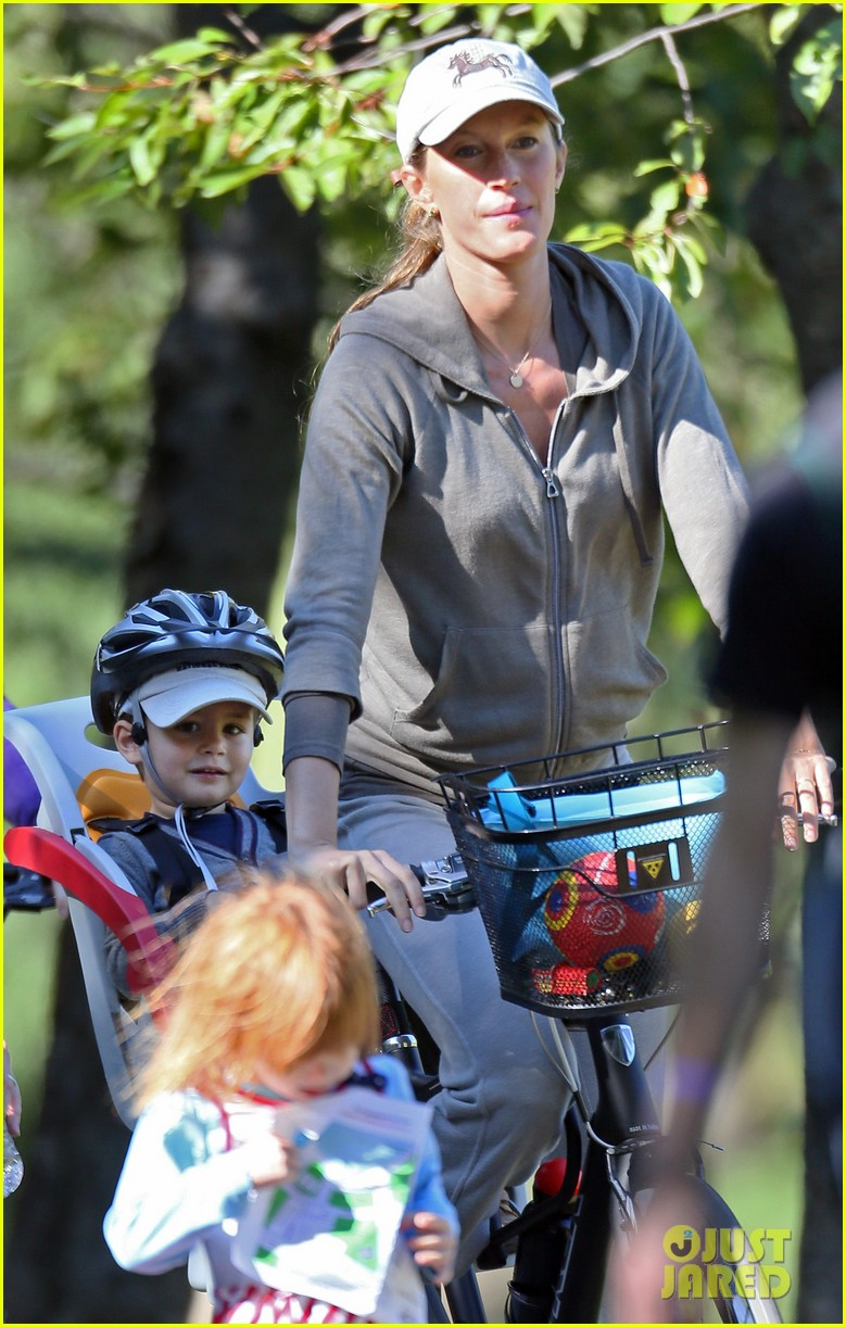 gisele bundchen bikes with benjamin 02