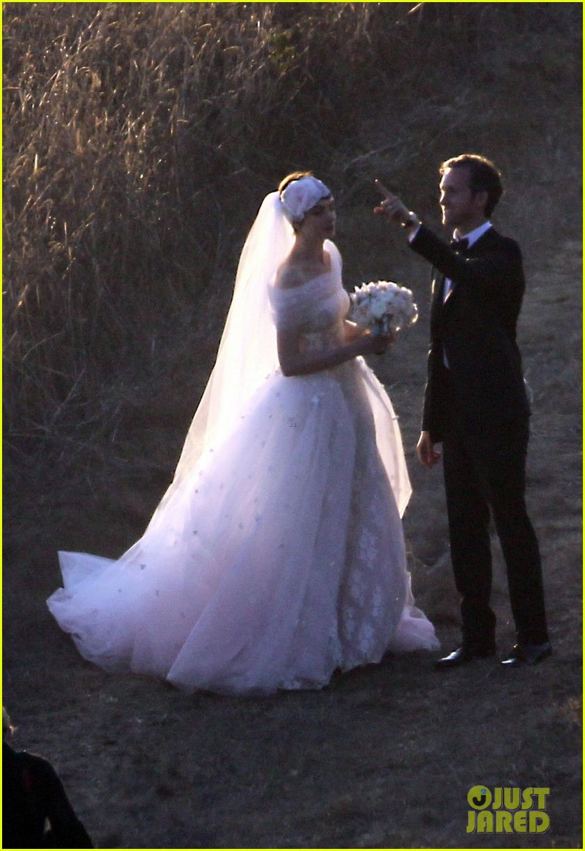 anne hathaway wedding pictures adam shulman 012730521