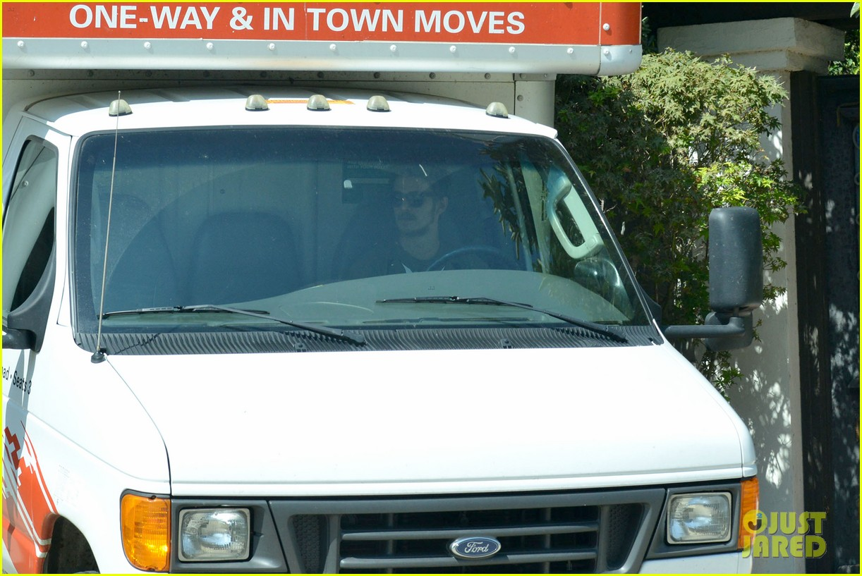 hayden christensen packs uhaul 10