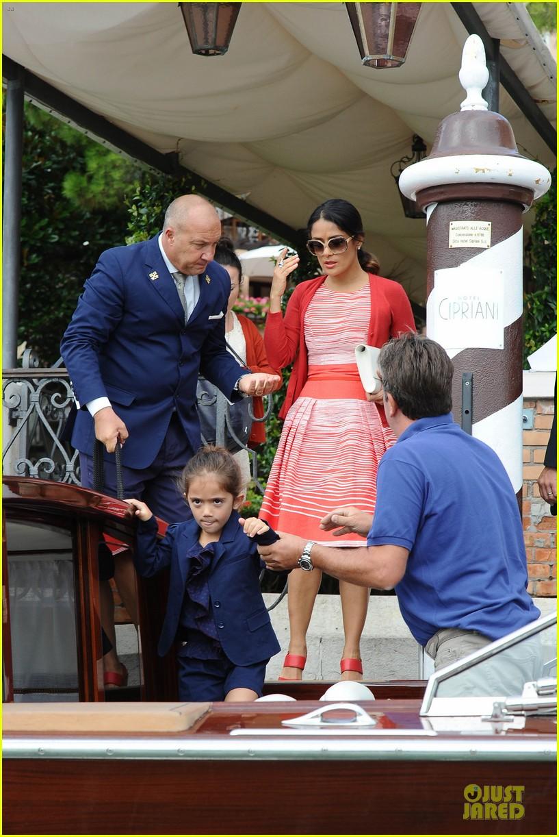 salma hayek venice outing family 04