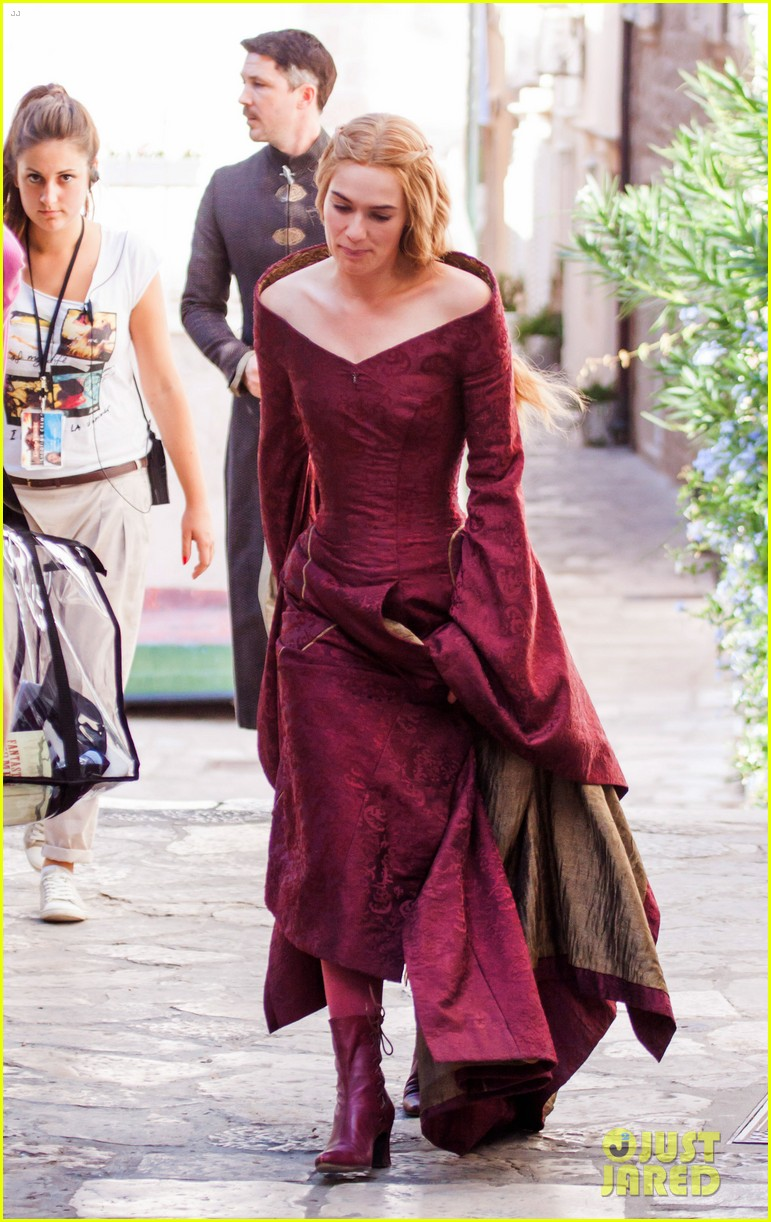 lena headey peter dinklage game of thrones season 3 set 01