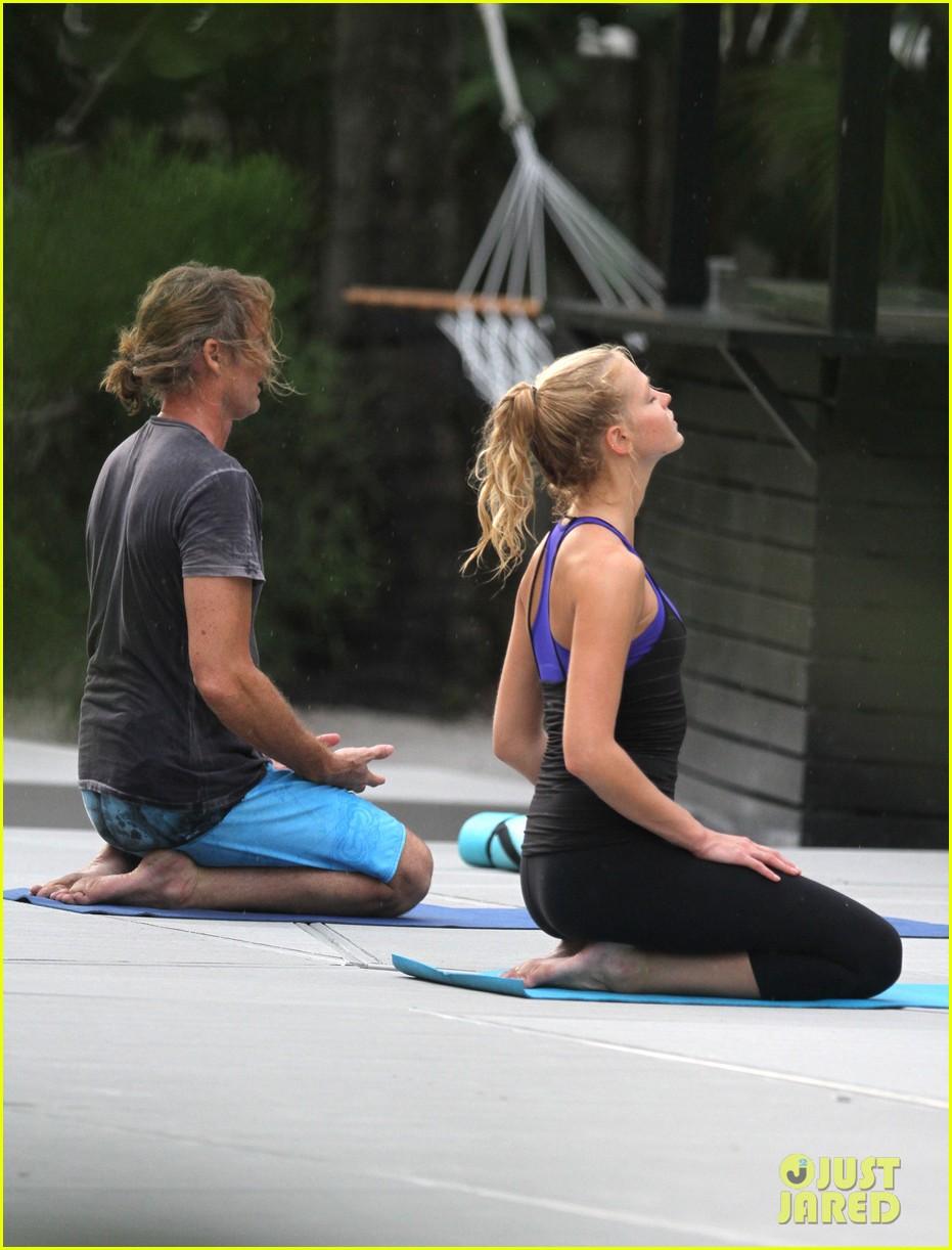 erin heatherton yoga gal 01