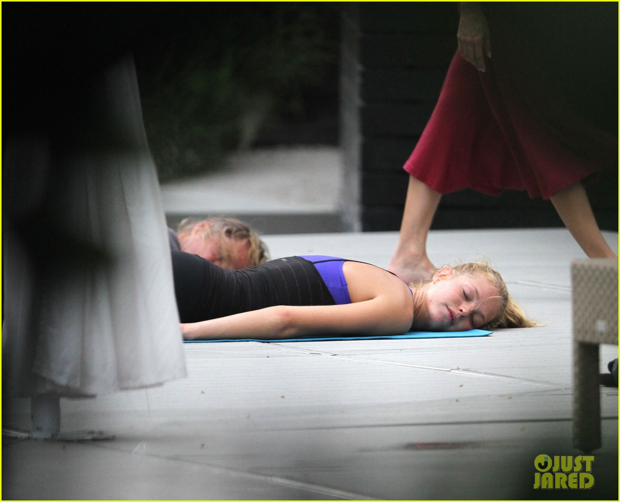 erin heatherton yoga gal 052720151