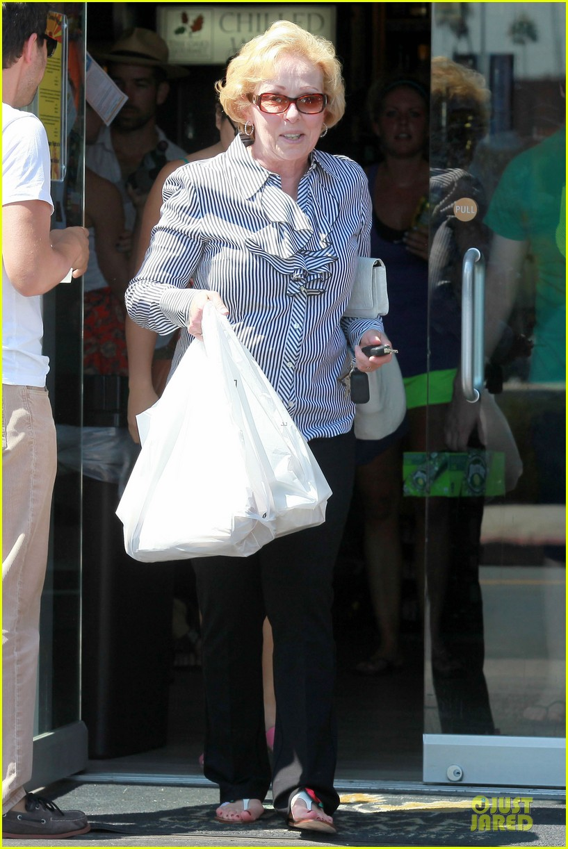 katherine heigl lax departure with mom 12